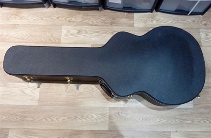 Gibson Super 400 or D'Angelico guitar case in near MINT codition, case made in Canada, looks like  a TKL